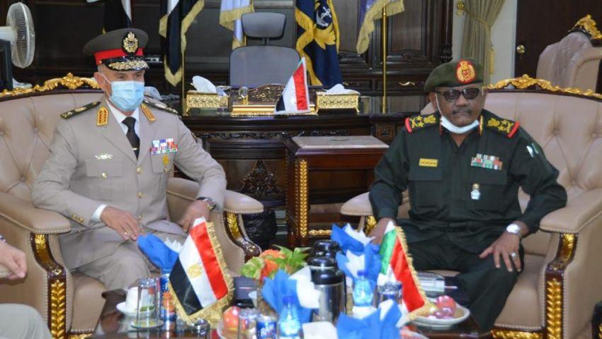 بالصور| تفاصيل لقاء رئيس الأركان ووزير الدفاع السوداني بالخرطوم