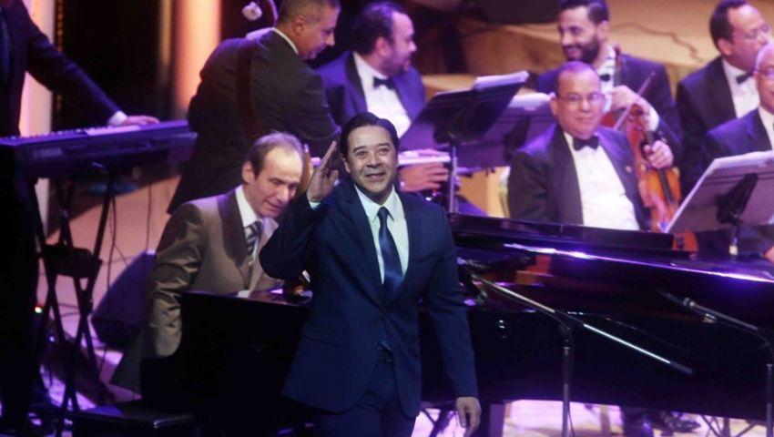 مدحت صالح يطرب الجمهور بدار الأوبرا