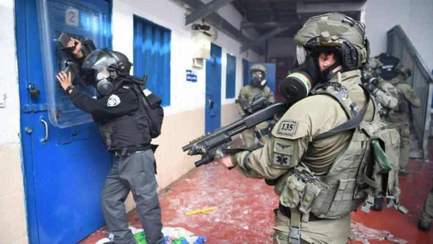 الاحتلال يتعمد الإهمال.. كورونا ينهش أجساد الأسرى ومدن الداخل
