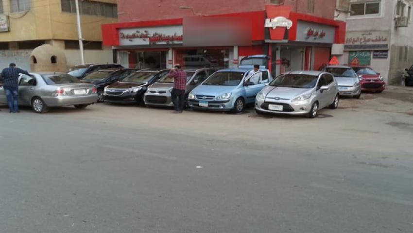 «معظم المعاملات تتم ليلا».. تجار السيارات يطالبون باستثنائهم من قرار الغلق المسائي للمحلات