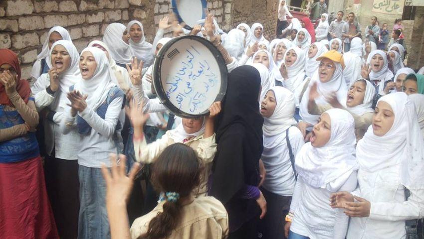 مسيرة لطالبات الإعدادية شمال بنى سويف احتجاجًا على حبس الفتيات