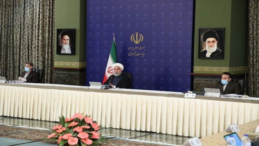 رئيس إيران على فوهة بركان بعد تخفيف إجراءات احتواء كورونا