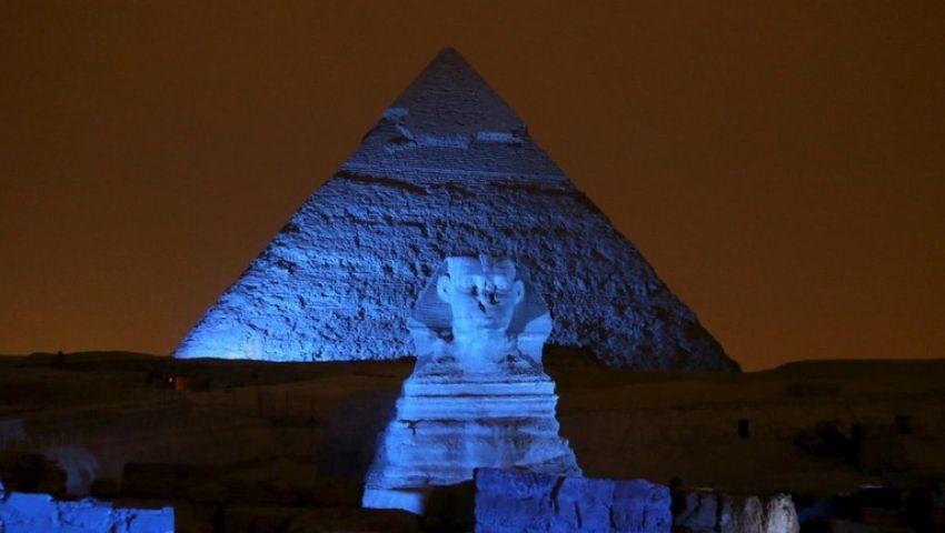 احتفالًا باليوم العالمي للمياه.. إضاءة القلعة والأهرامات باللون الأزرق