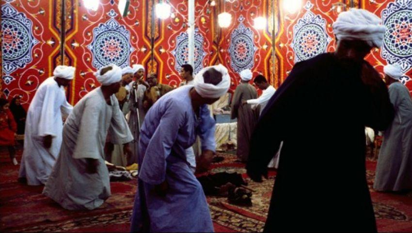 صور| حلقات ذكر وتصوف.. ليالي رمضان في المحلة «شكل تاني»