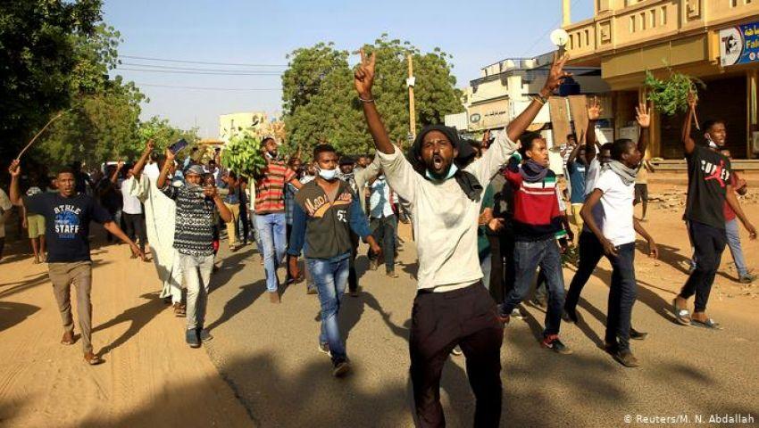 فيديو  خبراء عن إطاحة الجيش السوداني بالبشير: انقلاب قصر.. وآخرون: انتصار للشعب