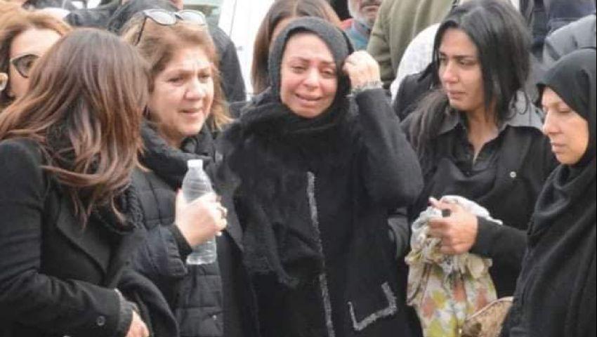 بالصور| هاني سلامة و5 وزراء في جنازة نجل مايا مرسي بمسجد السيدة نفيسة