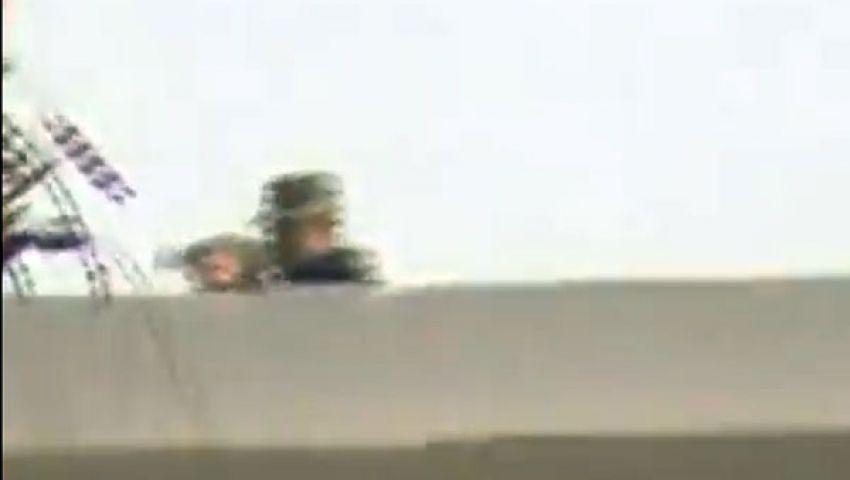 فيديو.. ضباط يقتنصون متظاهرين