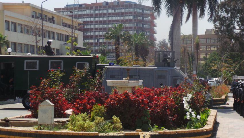 بالصور.. الشرطة تدفع بـ 5 مصفحات في جامعة الأزهر