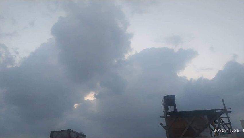 شاهد| أمطار وبرق وغيوم.. الأرصاد تكشف آخر تطورات الطقس