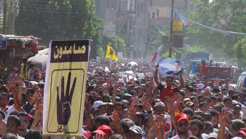 دروع بشرية لتأمين كنيسة ببني سويف خلال مسيرة مؤيدة لمرسي