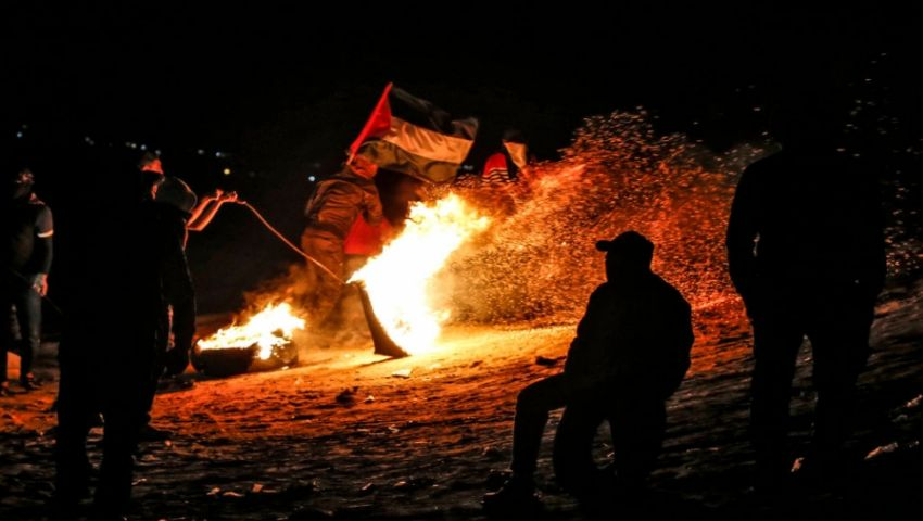 بإشعال الإطارات والقنابل الصوتية.. هل عاد «الإرباك الليلي»  إلى حدود غزة؟