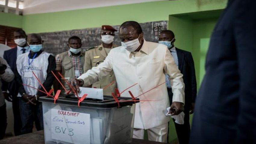 على وقع احتجاجات.. فوز رئيس غينيا بولاية ثالثة