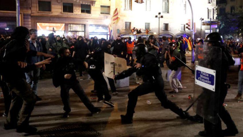 الشرطة توقف متظاهرين اثنين في احتجاجات الانفصاليين ببرشلونة