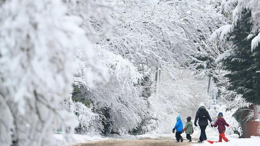 بالصور| الطقس «يجمد الحياة» في بريطانيا