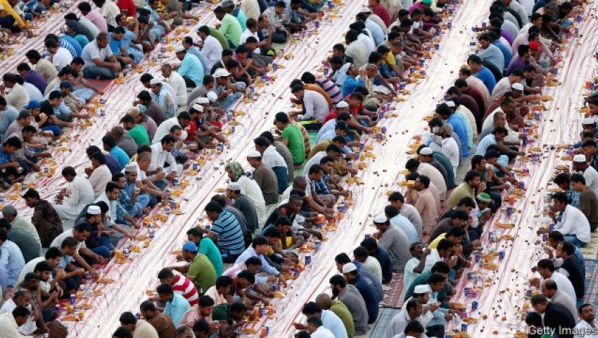 إيكونوميست: الدول العربية تُهدر أكوامًا من الطعام في رمضان