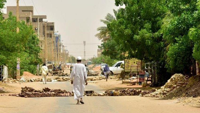الفرنسية: في السودان.. الحواجز رمز للاحتجاجات