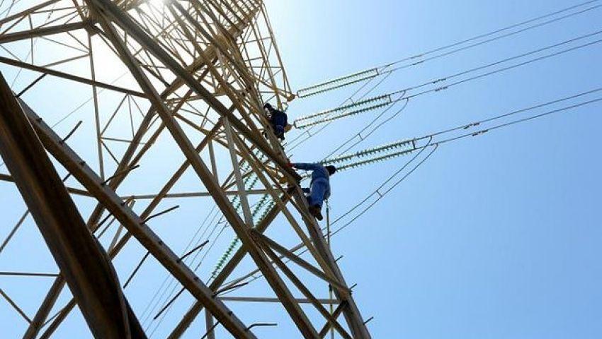 في ليبيا.. معركة شرسة لإصلاح خطوط الكهرباء