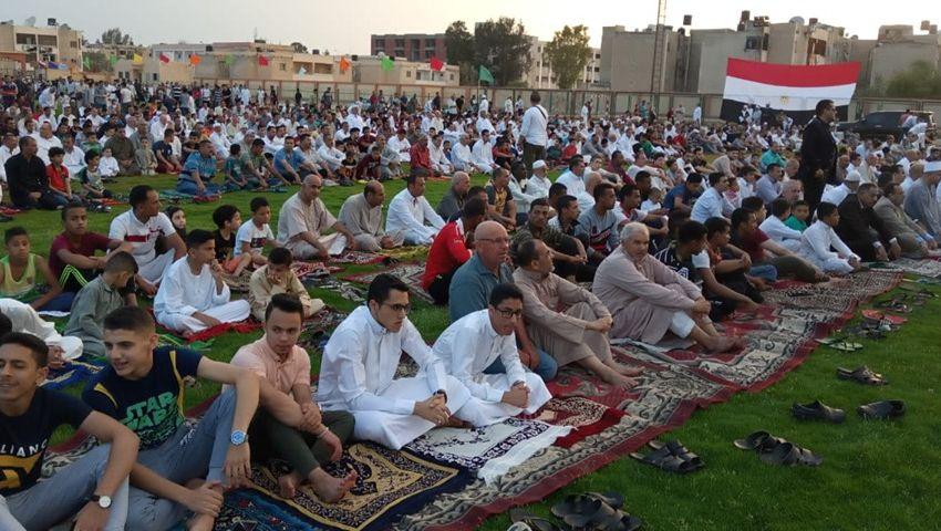 صور| في 23 ساحة.. الآلاف يؤدون صلاة العيد بشمال سيناء