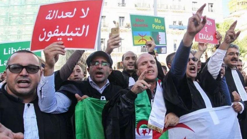 إضراب قضاة الجزائر يشل المحاكم ويثير غضب أسر معتقلي الاحتجاجات