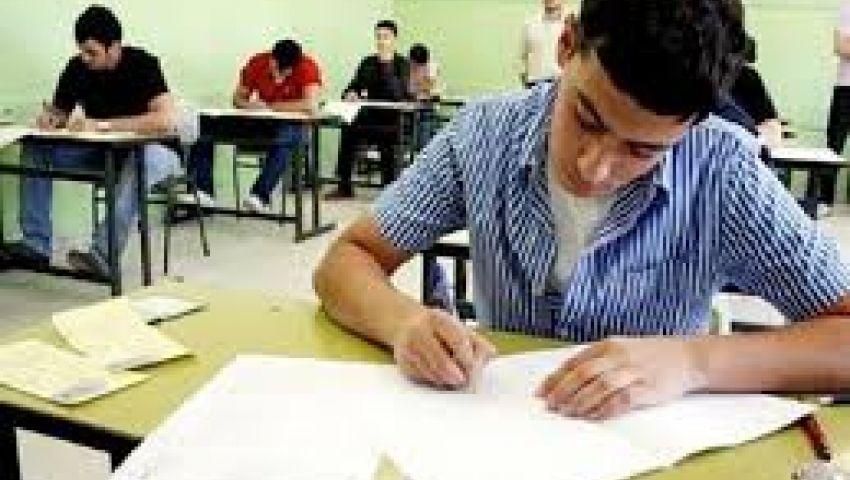 بـالتابلت طلاب اولى ثانوي يؤدون امتحان مادة الرياضيات