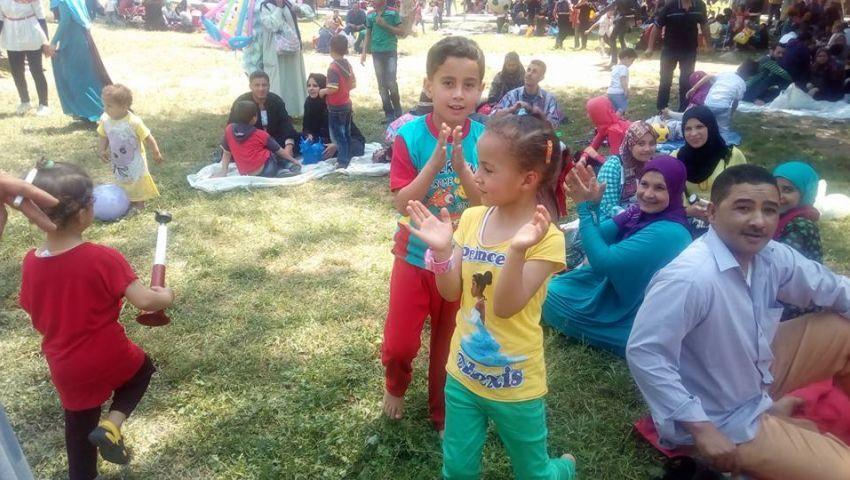 بالصور| في ثاني أيام عيد الأضحى..  زوار «القناطر الخيرية»: «على قد الإيد وبتفرح العيال»