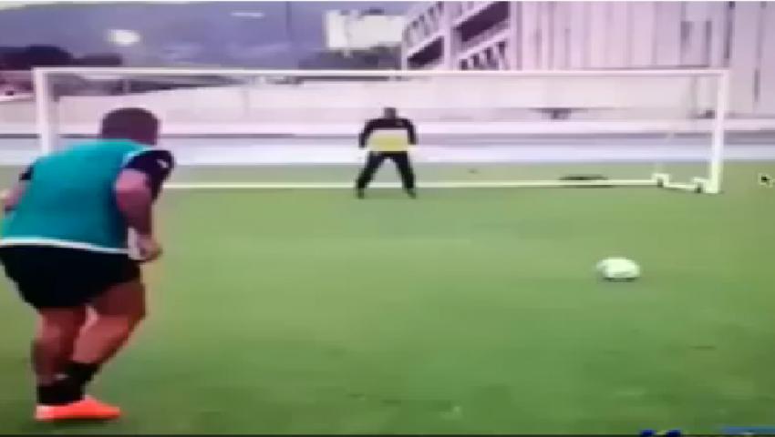 فيديو.. حل ذكي لإحراز هدف من ضربة جزاء