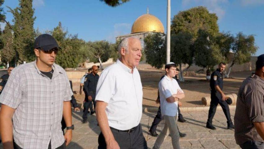 اليهود يدنسون القدس.. وزير للاحتلال يقتحم الأقصى ويؤدي طقوساً «تلمودية»