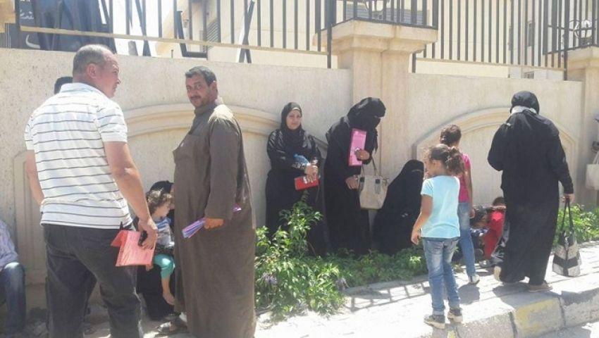 صور  أزمة «الحزام الأخضر» تتجددبالإسكندرية.. والأهالي يتجمهرون أمام المحافظة