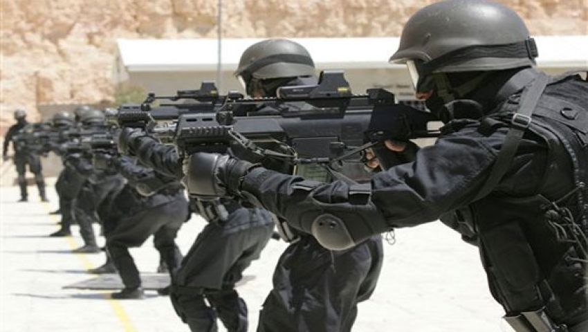 مدرعات وقوات خاصة أمام أقسام شرطة بني سويف