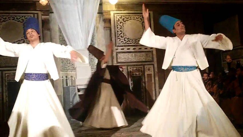 طقوس السمو.. عرض صوفي لرحلة الإنسان للسماء