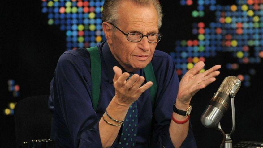 فيديو  «لاري كينج» أسطورة التليفزيون الأمريكي.. سر نجاحه؟