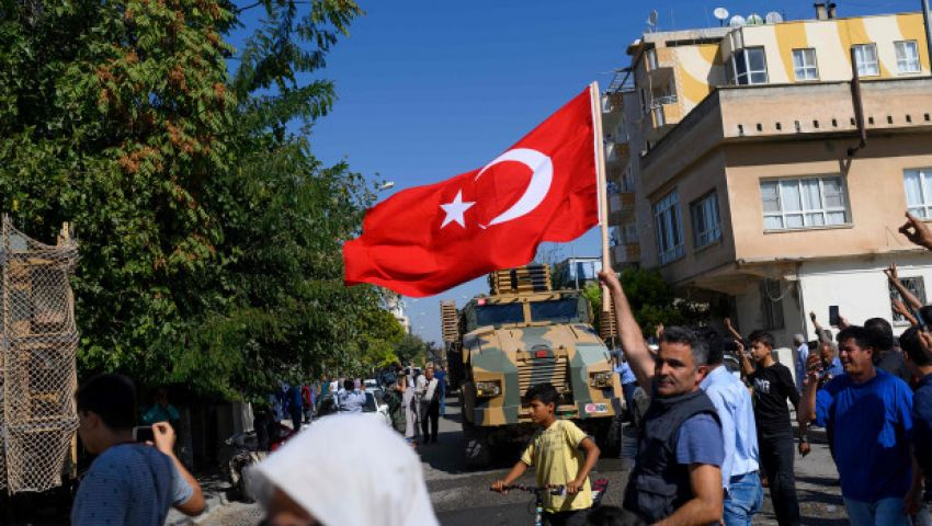 نيويورك بوست: هل خان «ترامب» الأكراد بالانسحاب من سوريا؟
