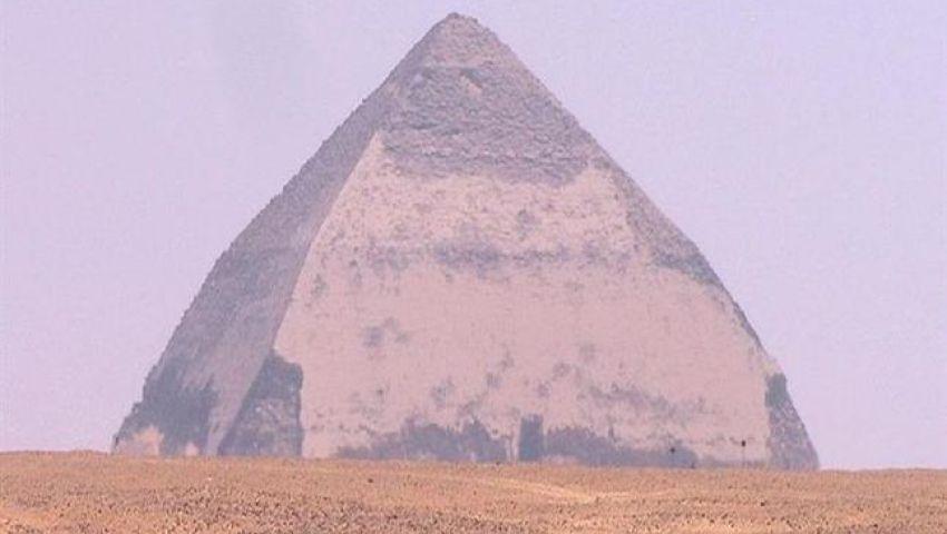 بعد افتتاحه لأول مرة منذ 4500 عامًا.. كل ما تريد معرفته عن الهرم المائل «سنفرو»