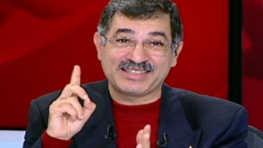 علاء صادق يظهر على منصة رابعة العدوية