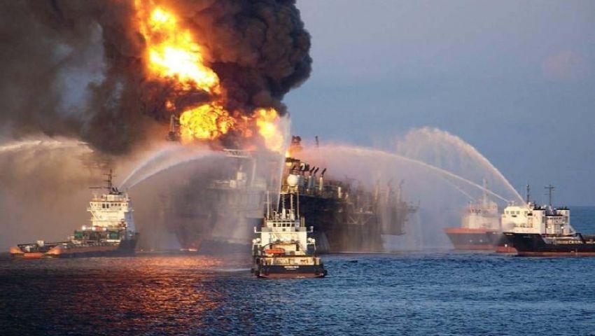استمرار حريق 3 حاويات بسفينة هولندية