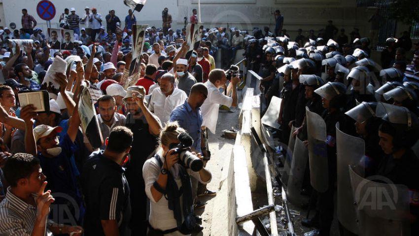 هدوء بمحيط السفارتين الأمريكية والبريطانية بعد اشتباكات مع مؤيدي مرسي
