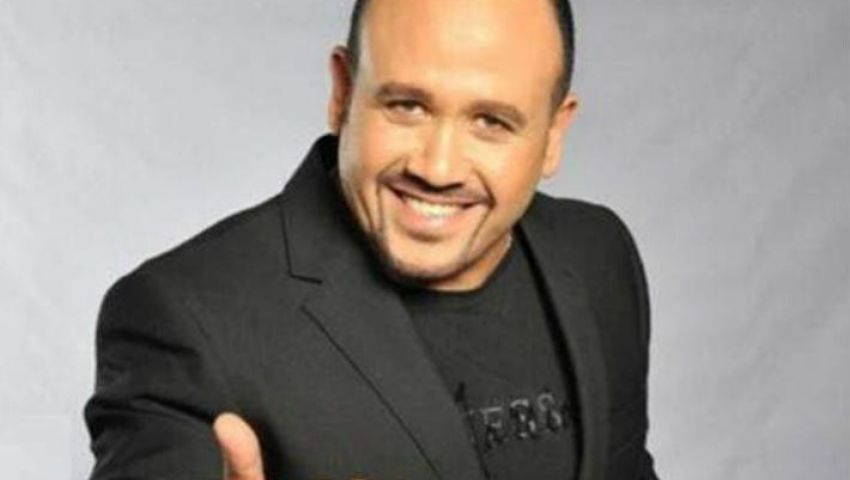 بالفيديو| هشام عباس «بيسلم عليك» بـ 4 أغنيات من «عامل ضجة»