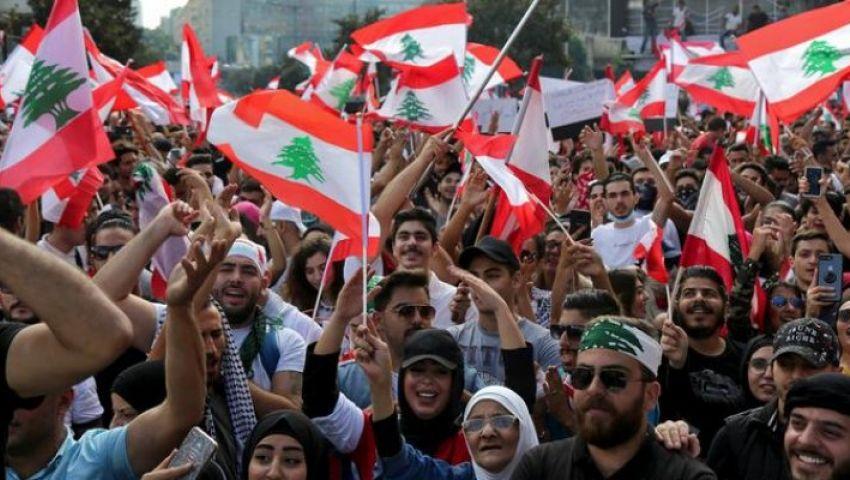 لبنان يتنفس عليل الثورة.. إقفال شبه تام للطرق ودعم دولي جديد