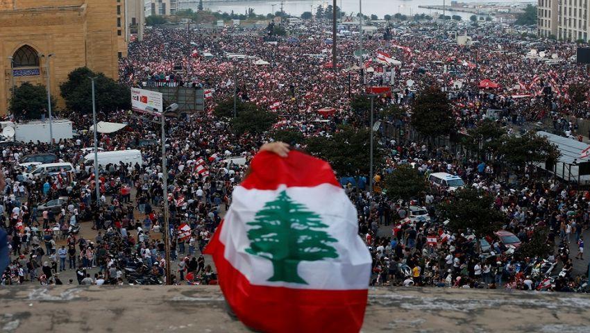 فيديو| الرئيس اللبناني يدعو للحوار.. ومتظاهرون يقطعون الطرقات