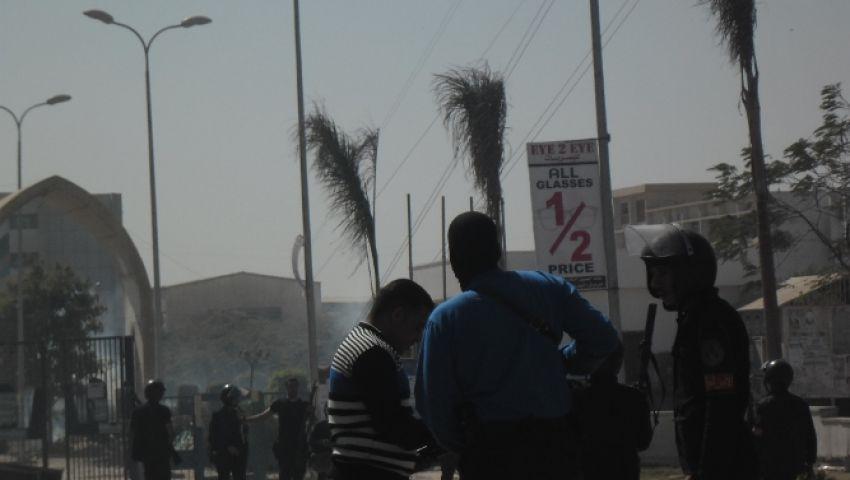 بالصور..أمن المنيا يقتحم حرم الجامعة ويفرق مسيرة طلابية بالغاز