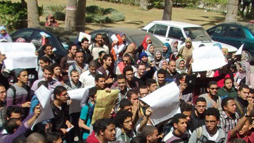 طلاب الثانوية يتظاهرون لفتح باب التحويل الورقي