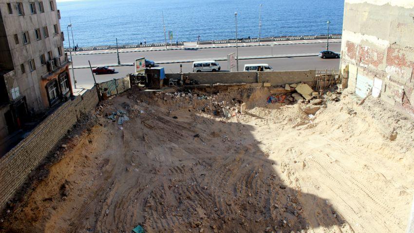 بالفيديو | ردم مدينة هلينستية بالإسكندرية.. وهيئة الآثار: كله قانوني