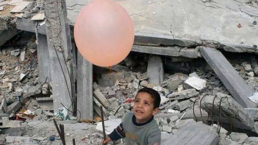 النازحون في غزة يسرقون فرحًا من العيد الحزين