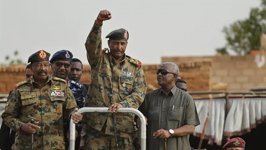 بعصا العقوبات وجزرة المساعدات.. تطبيع وشيك بين السودان و«إسرائيل»