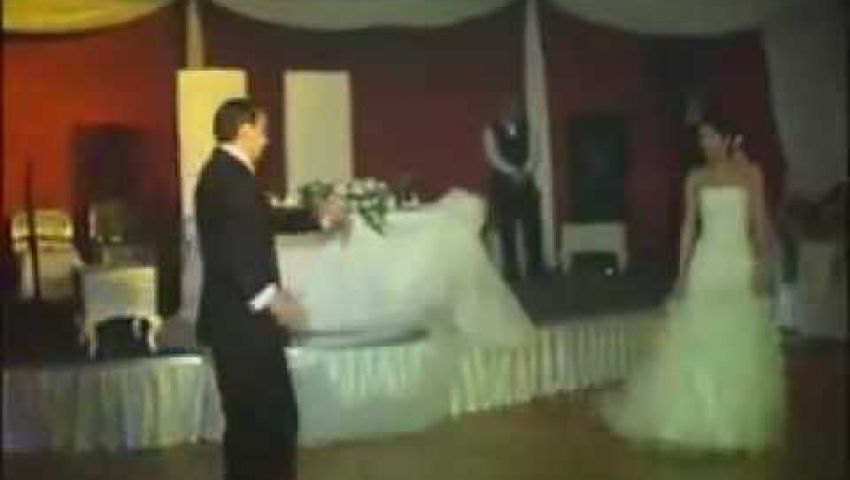 فيديو.. عريس يشعل النار في عروسه عمداً