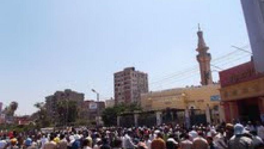 الآلاف في تشييع جثمان آخر شهداء رابعة العدوية بالفيوم