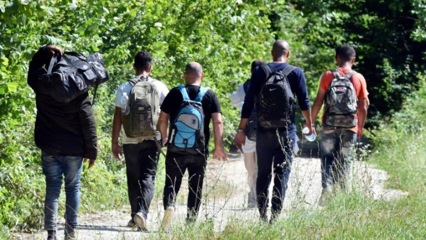 الفرنسية: موجة الحر في البوسنة تفاقم معاناة المهاجرين