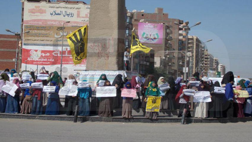 سلاسل بشرية لـ طلاب ضد الانقلاب بالفيوم
