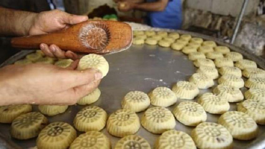 بالصور| كعكالعيد «البيتي» ينافس منتجات المحلات في شمال سيناء