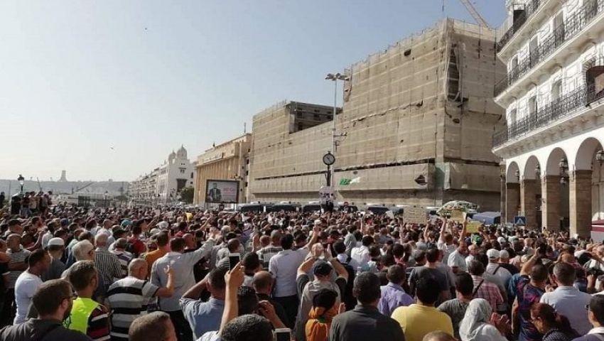صور وفيديو| حراك الجزائر يخرج ضد قانون المحروقات الجديد.. لماذا؟